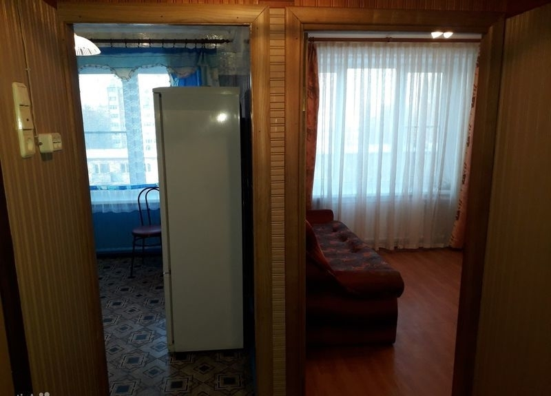 Сдаю на длительный срок теплую, светлую однокомнатную квартиру с мебелью.