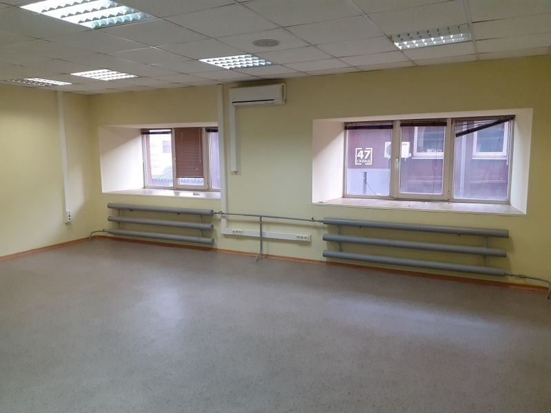 Сдаются офисные и складские площади  в  шаговой доступности   м.