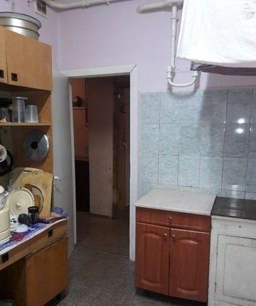 Сдается теплая и светлая комнатка в коммунальной квартире.